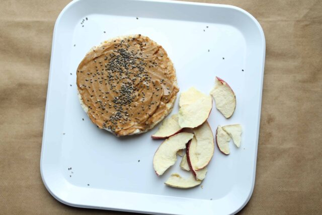 Easy and healthy snacks for picky eaters that they'll actually eat! Get inspired and learn how to get out of the rut of serving the same foods everyday.