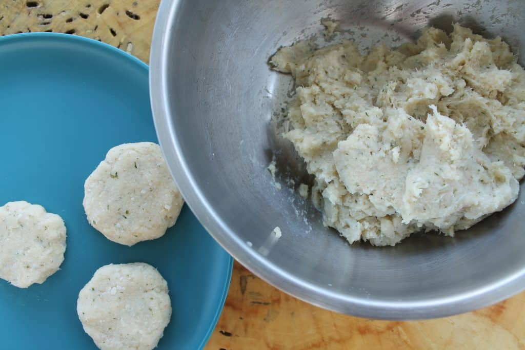 An easy baby and kid friendly fish recipe your child will eat, fish cakes for kids. Quick and yummy with a tasty dip.