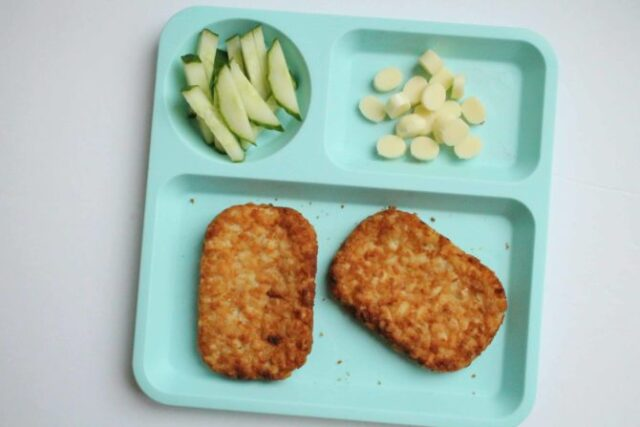 Healthy, safe, and easy finger foods for toddlers that will make putting a meal in front of them a snap.
