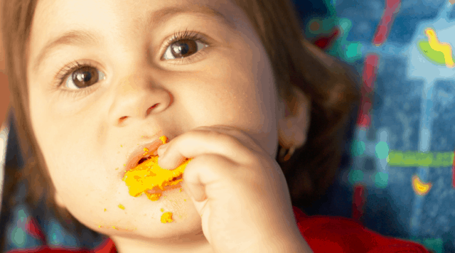 Wish your kid ate less snacks and more at meals? Learn how to help them with these 8 steps that will have your kid hopping into their chair and staying out of the crackers in no time!