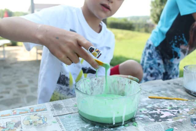 Discover awesome sensory activities that are E-A-S-Y and prefect for summer! These activities are designed to promote development and learning no matter what age your child is.