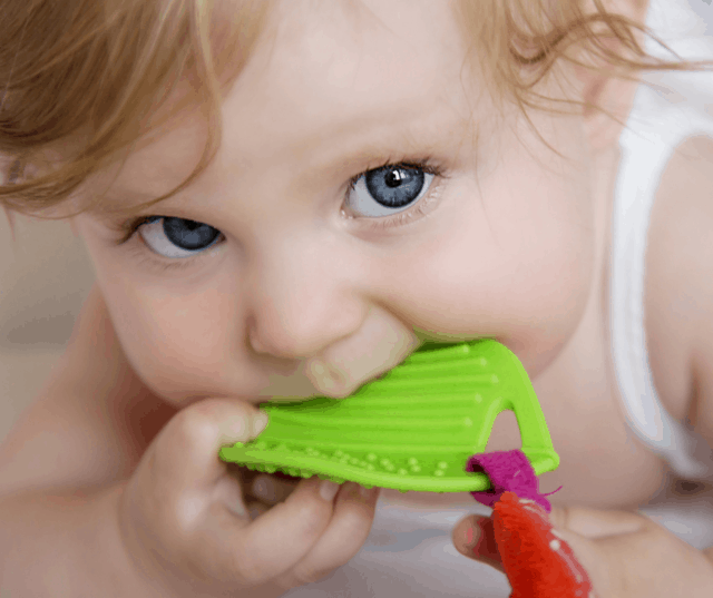Learn how to teach your baby to chew with these 5 surprising tips! I'm also talking about chewing problems in toddlers...