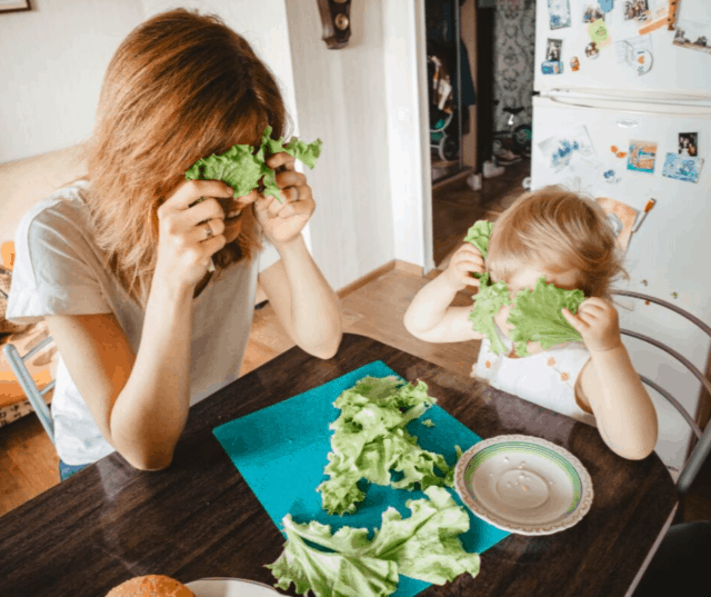 Life is busy and it can be hard to make the time to help picky eaters learn like to new foods. Check out these 5 hacks to make progress with your picky eater do-able.