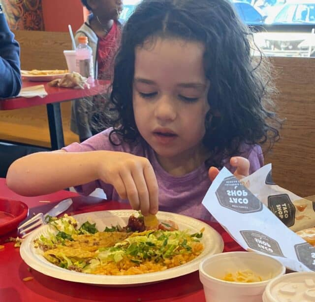 Learn what this mother of an extreme picky eater did to help her daughter learn to eat new foods and the surprising trick that made her fast track her progress!