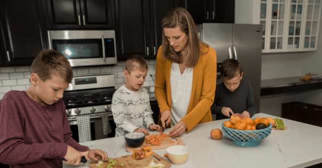 Picky eaters can have a big influences on their brothers and sisters at the dinner table. Learn 4 ways to prevent siblings from falling into the same picky eating habits!