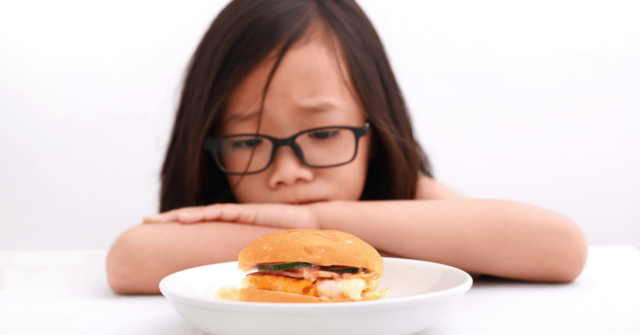 Parenting a picky eating can leave you with lots of questions. Find out the answers to 7 common picky eating questions!