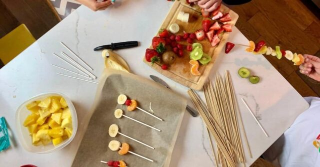 Try this delicious and easy healthy dessert for kids... chocolate dipped fruit pops. Two different ways to make them and only 2 main ingredients, you probably have what you need to make them right now!