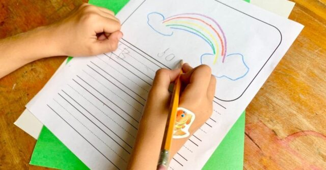 Wonder if your kid is a righty or lefty? Learn when your child should have clear hand dominance and why it matters. Plus, easy activities to help your child establish hand dominance.
